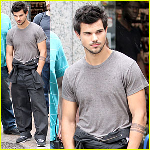 Taylor Lautner & Marie Avgeropoulos Are Happy Together!