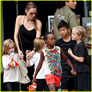Angelina Jolie & Kids Visit the Sea Life Sydney Aquarium!