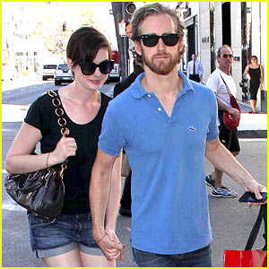 Anne Hathaway & Adam Shulman Pick Up Goodies at Valentino!