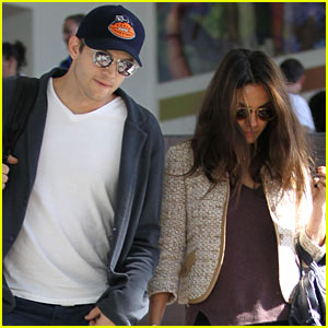 Ashton Kutcher & Mila Kunis Return Home After Comedy Festival!