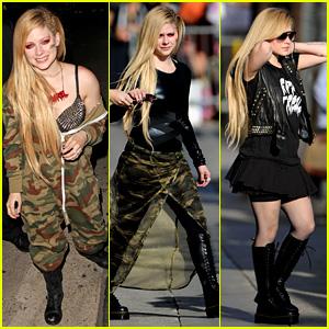 Avril Lavigne Flaunts Metal Spikes on Bra for 'Jimmy Kimmel'