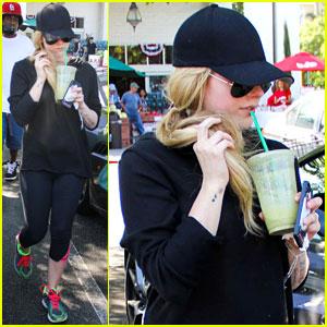 Avril Lavigne Sets Release Date & Track List for Self-Titled Album