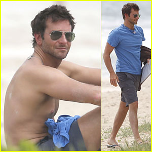 Bradley Cooper: Shirtless Relaxing Beach Stud in Hawaii!