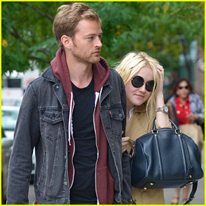 Dakota Fanning & Jamie Strachan Keep Close in NYC