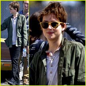Dakota Johnson Sports Short Brown Hair For Cymbeline Dakota Johnson Ethan Hawke Penn Badgley Just Jared