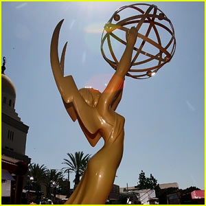 Watch Emmy Awards Live Stream Red Carpet 2013!