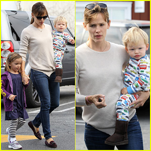 Jennifer Garner: Breakfast in Brentwood with the Kids!