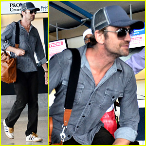 Gerard Butler Ducks Under Ropes at Barbados Airport