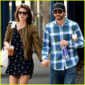Jake Gyllenhaal & Girlfriend Alyssa Miller Hold Hands in NYC