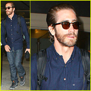 Jake Gyllenhaal Spills On Who First Kiss Was!