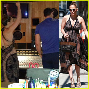 Jennifer Lopez: Recording Studio with Robin Thicke!