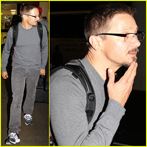 Jeremy Renner: Casual LAX Exit