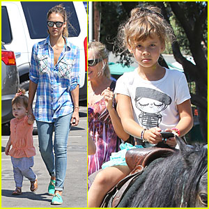 Jessica Alba: Farmer's Market Fun with Family After NYFW!