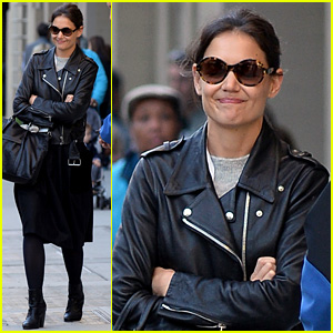 Katie Holmes Heads Home After Dropping Suri at School