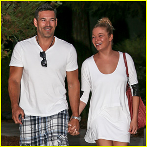 LeAnn Rimes & Eddie Cibrian Grab Dinner Before Flight to UK!