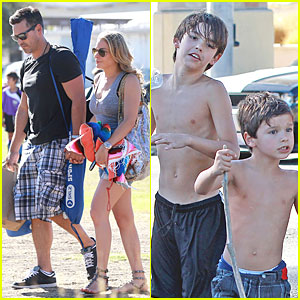LeAnn Rimes & Eddie Cibrian Hold Hands for Mason's Game!
