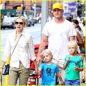 Naomi Watts & Liev Schreiber: Frozen Yogurt with the Boys!