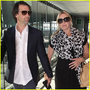 Pregnant Kate Winslet & Ned Rocknroll Hold Hands Before Flight!