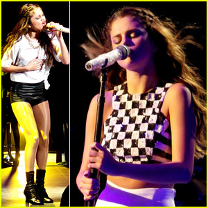 Selena Gomez Hits the Stage in London!