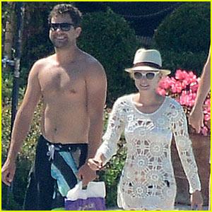 Shirtless Joshua Jackson & Diane Kruger Lounge Poolside Before Flights