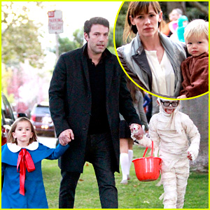 Ben Affleck & Jennifer Garner: Halloween Trick or Treating!