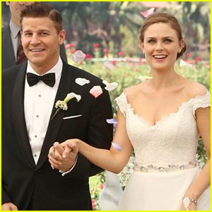 'Bones' Wedding: Booth & Bones Get Married - See Wedding Pics!