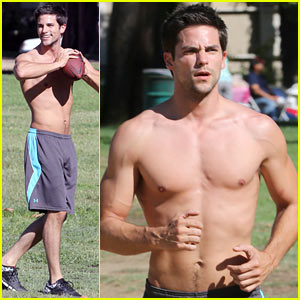 Brant Daugherty Shows Off Shirtless Abs During Park Workout!