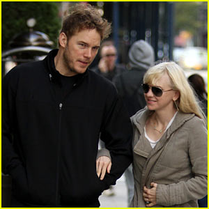 Chris Pratt Walks with Anna Faris, Tweets Thanks for 'Guardians'