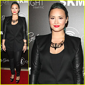 Demi Lovato: Redlight Traffic App Launch!