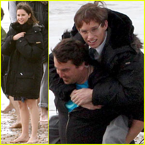 Eddie Redmayne: Piggyback Ride for 'Theory of Everything'!