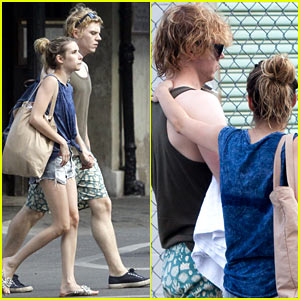 Emma Roberts & Evan Peters: 'American Horror Story' Tonight!