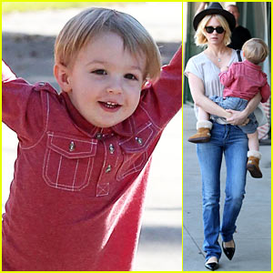 January Jones Hangs with Smiley Xander After Baby's Class!