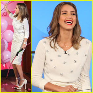 Jessica Alba Dunks Cash Warren on 'Ellen'!
