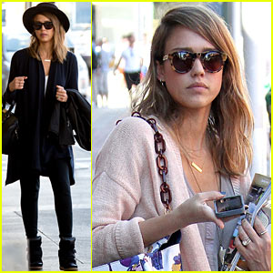 Jessica Alba Treats Herself Before Her Flight Out of Town