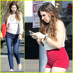 Jessica Biel & Zosia Mamet: Car Scenes on 'Shiva & May' Set!