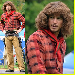 Josh Hartnett Dons Huge Wig for 'Penny Dreadful'