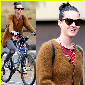 Katy Perry Bikes in Sydney, Thanks Fans for Birthday Wishes!
