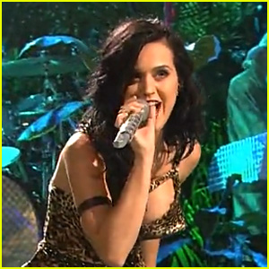 Katy Perry Sings 'Roar' on 'Saturday Night Live' - WATCH NOW!