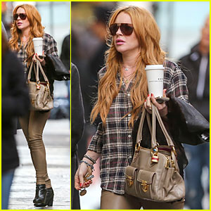Lindsay Lohan Constantly Talks to Dad Michael!
