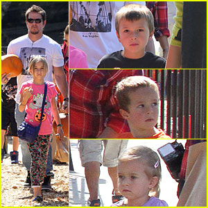 Mark Wahlberg: Mr. Bones Pumpkin Patch with Family!