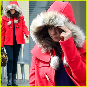 Mila Kunis Wears Fur-Lined Winter Coat for Lunch with Pals!