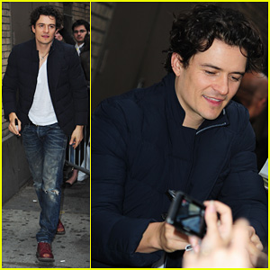 Orlando Bloom: Fan Signing After 'Romeo & Juliet' Performance!