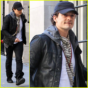 Orlando Bloom Stops By Miranda Kerr's Apartment