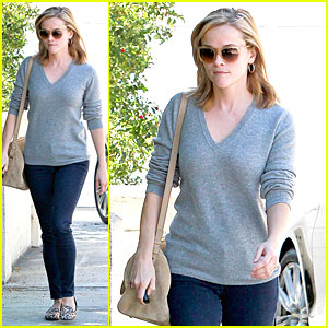 Reese Witherspoon: Fierce Leopard Print Visiting Friend!