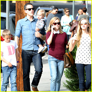 Reese Witherspoon Takes Flight After Sunday Family Lunch