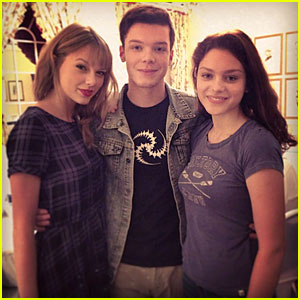 Taylor Swift: First 'The Giver' Set Pics!