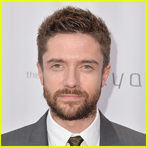 Topher Grace Joins 'People in New Jersey' & Twitter!
