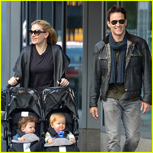 Anna Paquin & Stephen Moyer: Big Apple Stroll with the Twins!