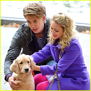 AnnaSophia Robb & Austin Butler: Puppy on 'Carrie Diaries' Set!