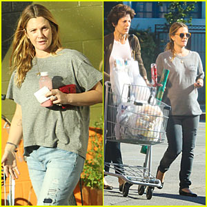 Drew Barrymore: Thanksgiving Grocery Shopping with Mother-in-Law Coco Kopelman!